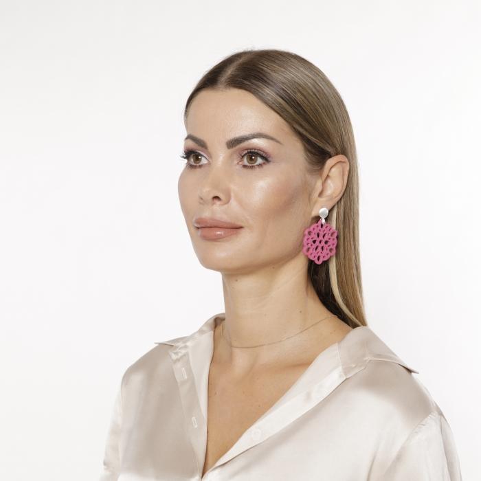 Runde Ohrringe Pink aus Horn in Blütenform von Romy North