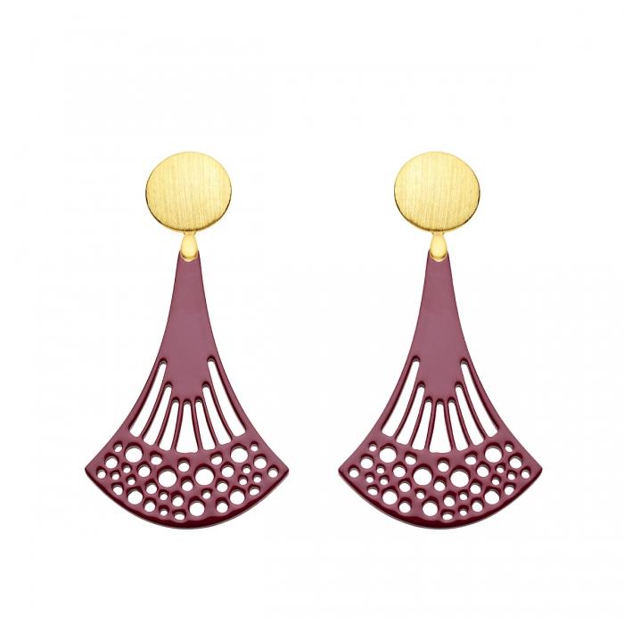 Hängende Ohrringe in Pflaume aus Horn mit Wechselsystem in Gold aus der Ponza Kollektion von Romy North
