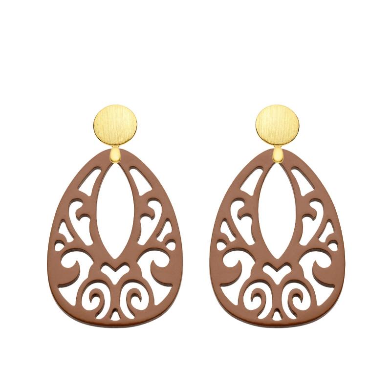 große Ohrringe in Braun aus Horn mit Ornamenten mit matte Goldstecker aus der Jamaika Kollektion von Romy North