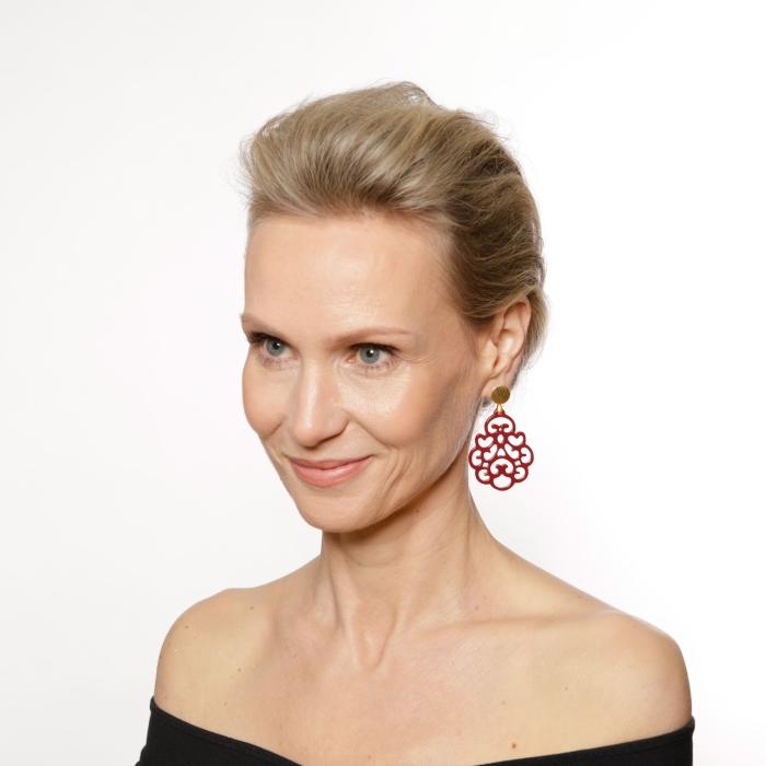 Rote Ohrringe in Tropfenform aus der Reunion Kollektion von Romy North