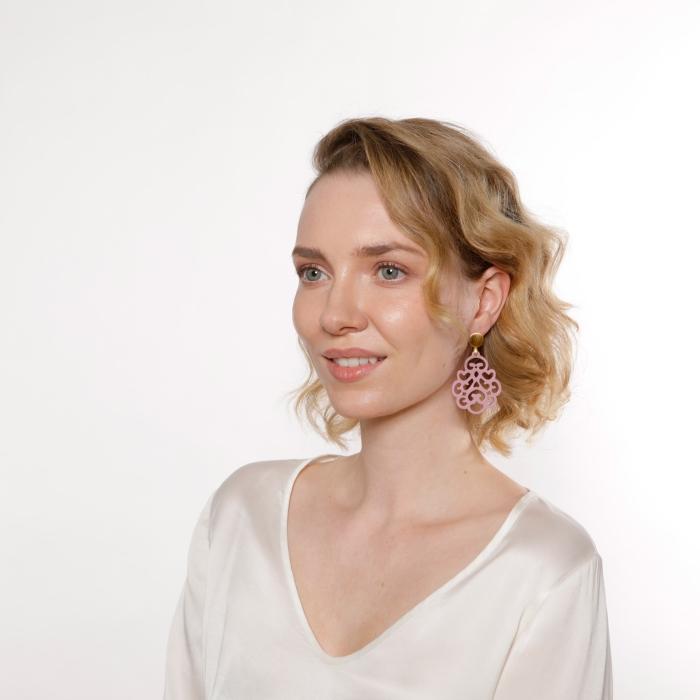 Ohrringe in Tropfenform in Altrosa aus der Reunion Kollektion von Romy North