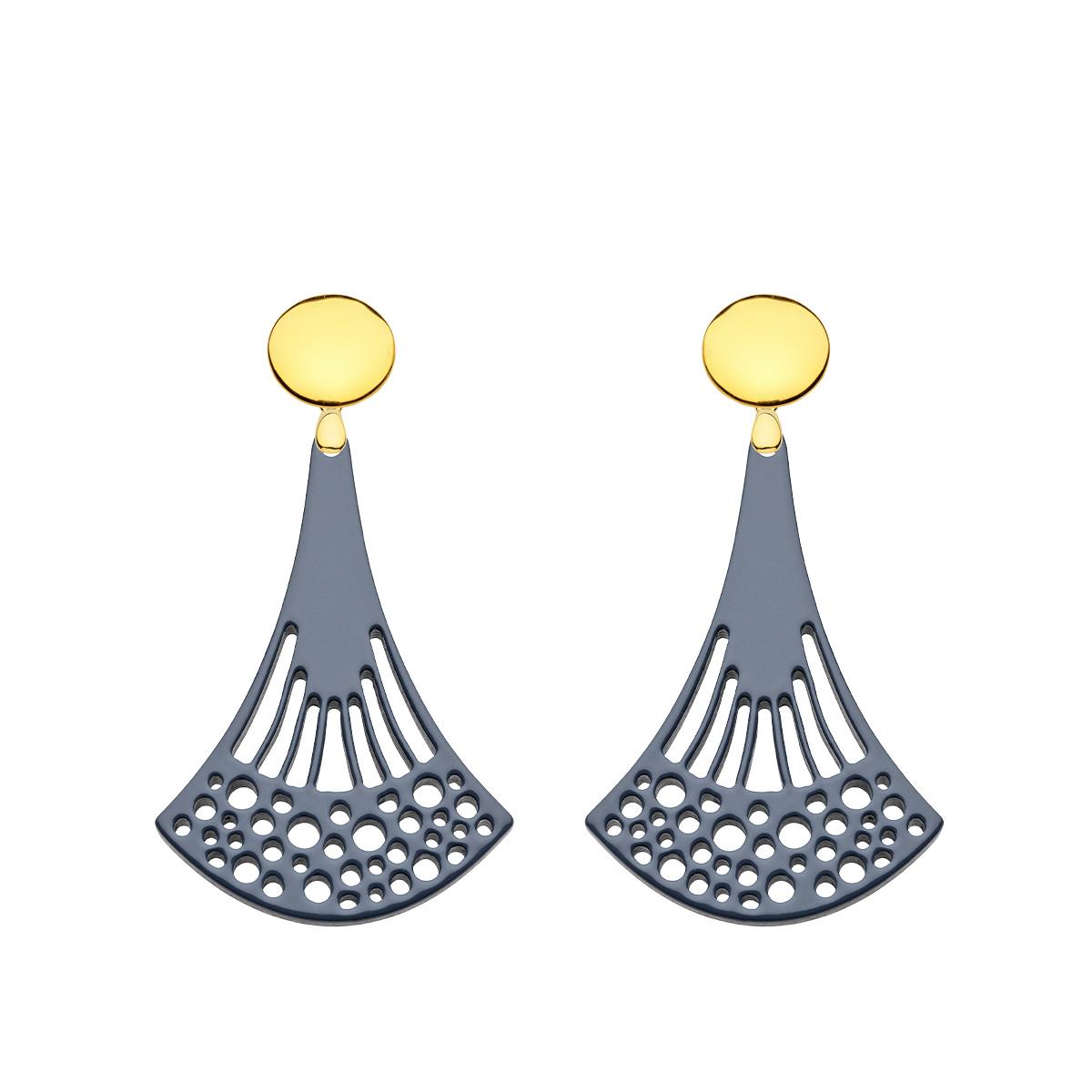 Ohrringe grau aus Horn mit runde Goldstecker in länglicher Form aus der Ponza Kollektion von Romy North