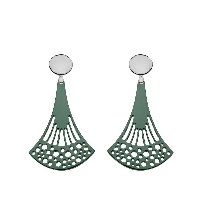 Ohrringe grün aus federleichtem Horn mit Ornamenten und Silberstecker aus der Ponza Kollektion von Romy North