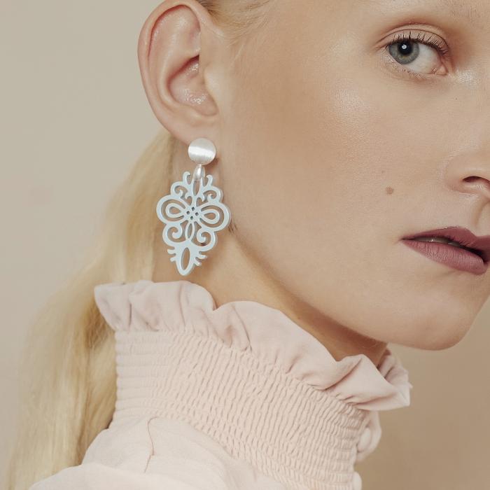 Ohrringe Statement in Blau mit Silberstecker aus der Saona Kollektion von Romy North