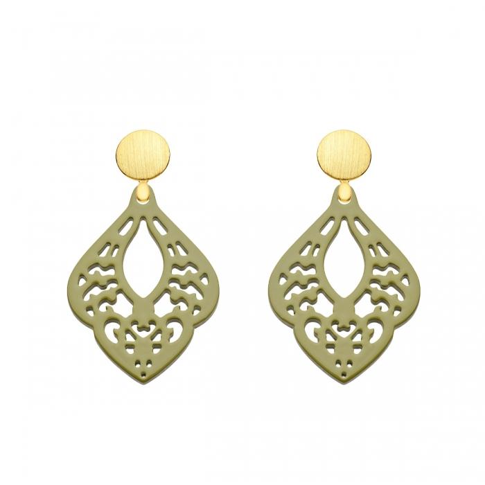 Ohrringe olivgrün in Tropfenform aus Horn mit matten Goldstecker aus der St. Lucia Kollektion von Romy North