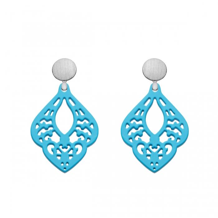 Hornohrringe Blau mit Ornamenten und runde, matte Silberstecker aus der Sr. Lucia Kollektion von Romy North