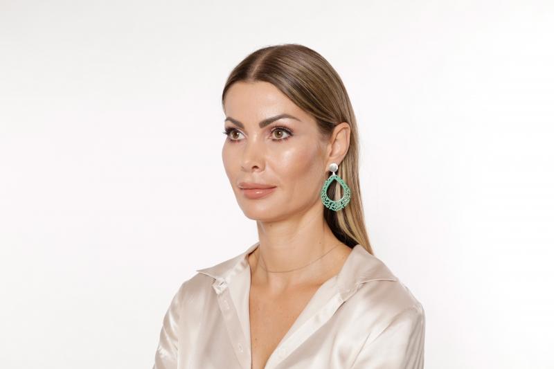 Ohrringe in Jade aus Horn in Tropfenform von Romy North