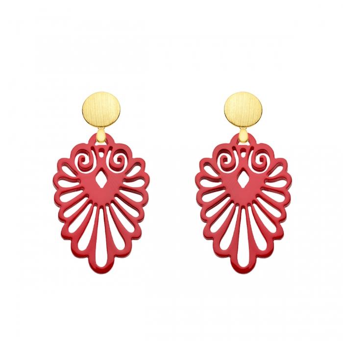Ohrringe rot aus Horn mit matten Ohrstecker in Gold und mit Ornamenten aus der Sumatra Kollektion von Romy North