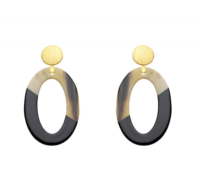 Schwarze Ohrringe Oval aus Horn mit matten Goldsteckern aus der Banva Kollektion von Romy North