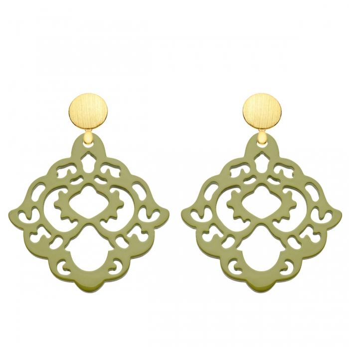 Federleichte Ohrringe aus Horn in Olivgrün mit matten Goldsteckern aus der Bora Bora Kollektion von Romy North