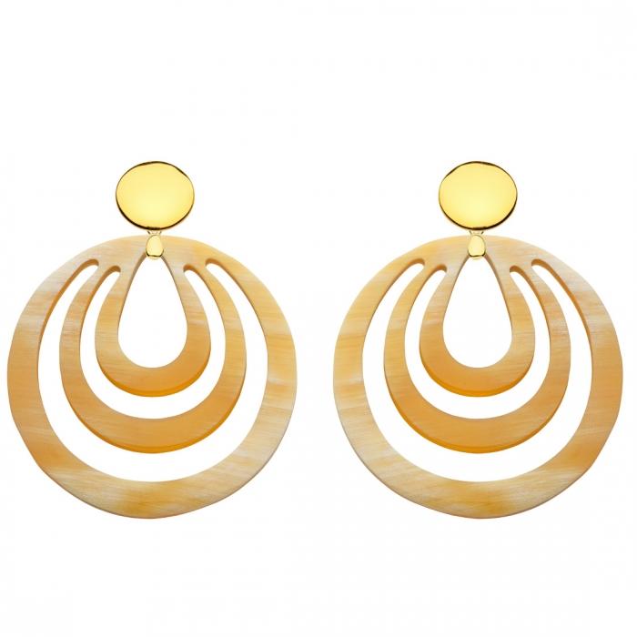 runde Ohrringe aus federleichtem Naturhorn mit Goldstecker aus der Caladesi Kollektion von Romy North