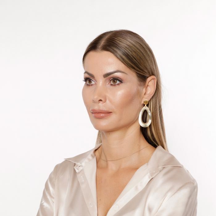 Damen Ohrringe Tropfen aus Naturhorn mit Goldstecker von Romy North