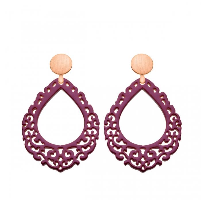 Ohrringe Damen aus geschnitztem Horn in Tropfenform in elegantem Pflaumenton mit matten Rosestecker aus der Salina Kollektion von Romy North
