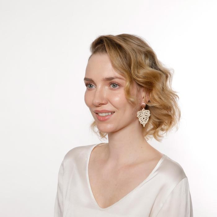 Trend Ohrringe Damen mit Ornamenten mit Rosestecker Onlineshop Romy North