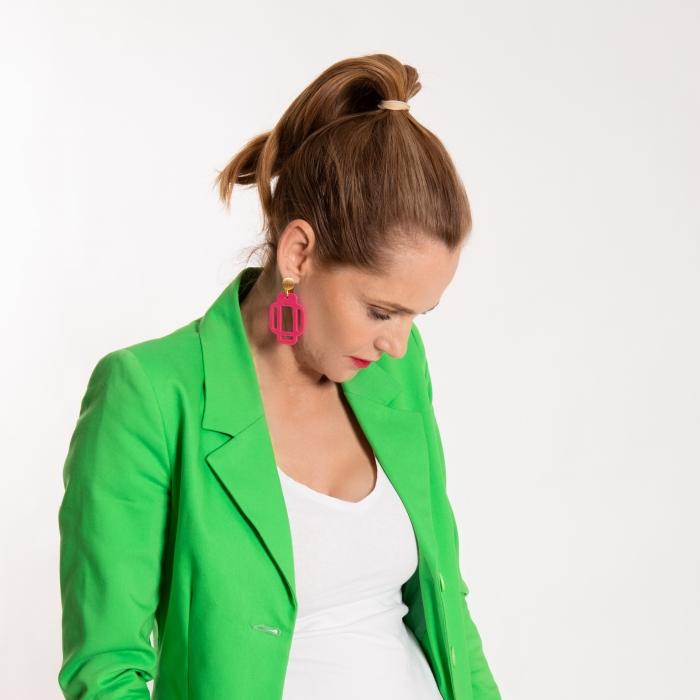 Ohrringe pink in eckiger Form aus Horn aus der Mahe Kollektion von Romy North