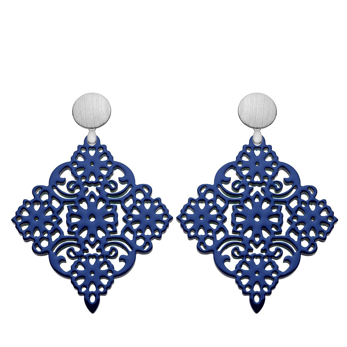 Statement Ohrringe blau aus Horn mit gebürstete Silberstecker aus der Sansibar Kollektion von Romy North