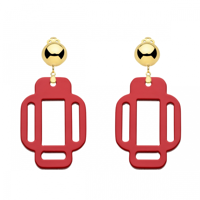 Rote Ohrclips in Gold in eckiger Form von Romy North