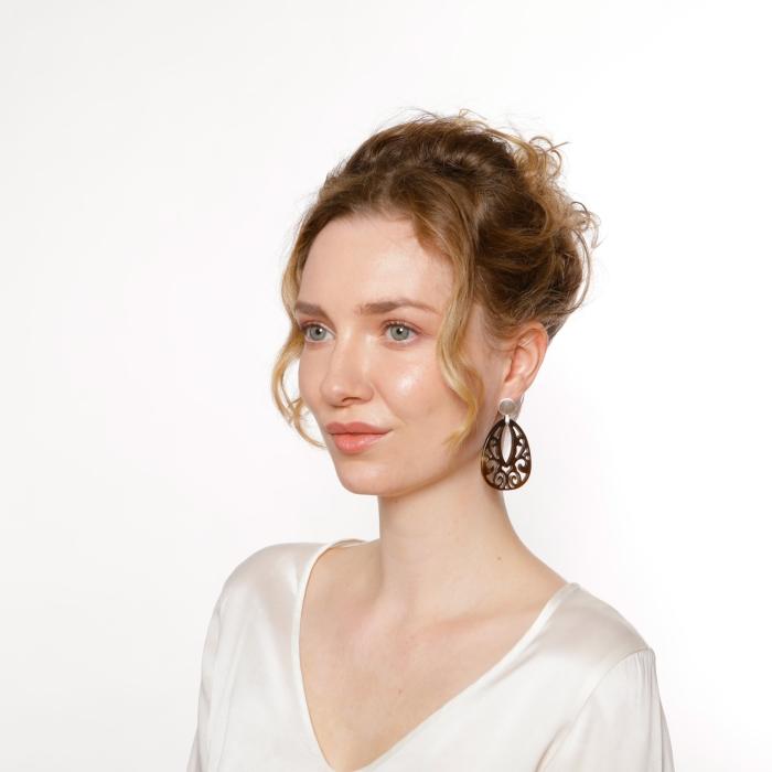 Romy North Ohrringe aus Horn mit matte Silberstecker