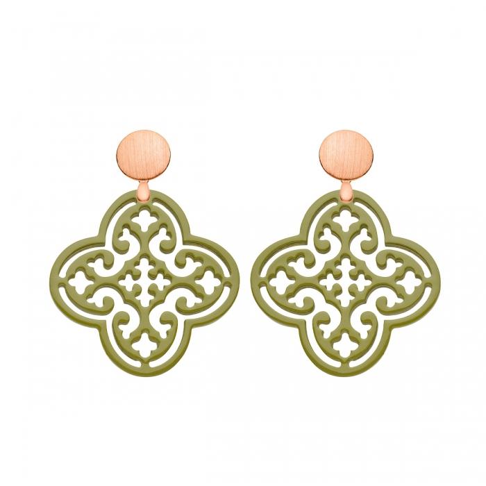 Besondere Ohrringe in Olivgrün in Form einer Blüte aus Horn mit matte Rosestecker von Romy North