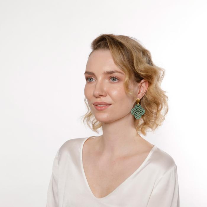 Grüne Ohrringe Blatt aus Horn von Romy North