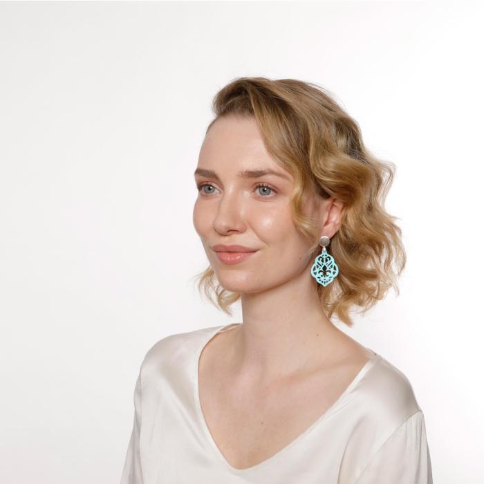 Ohrringe Türkis mit Ornamenten aus Horn mit Silberstecker von Romy North