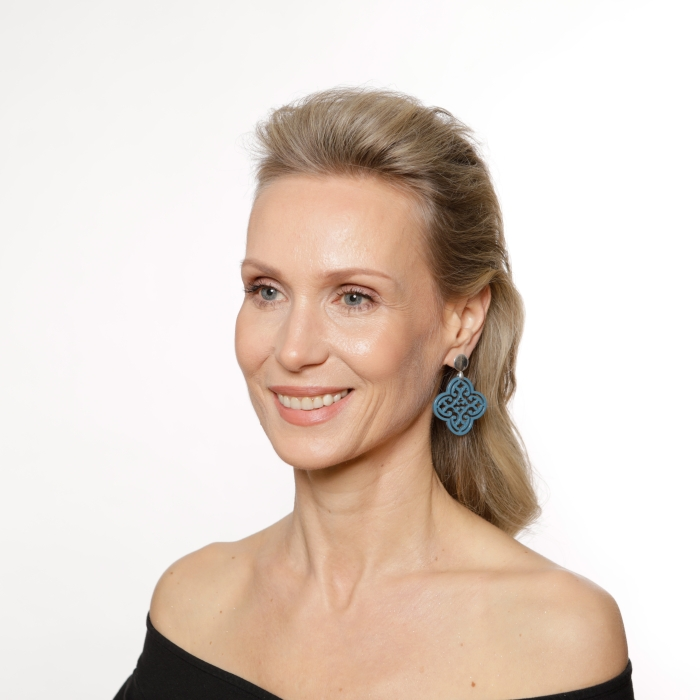 Ohrringe von Romy North in Blau aus Horn mit Silberstecker