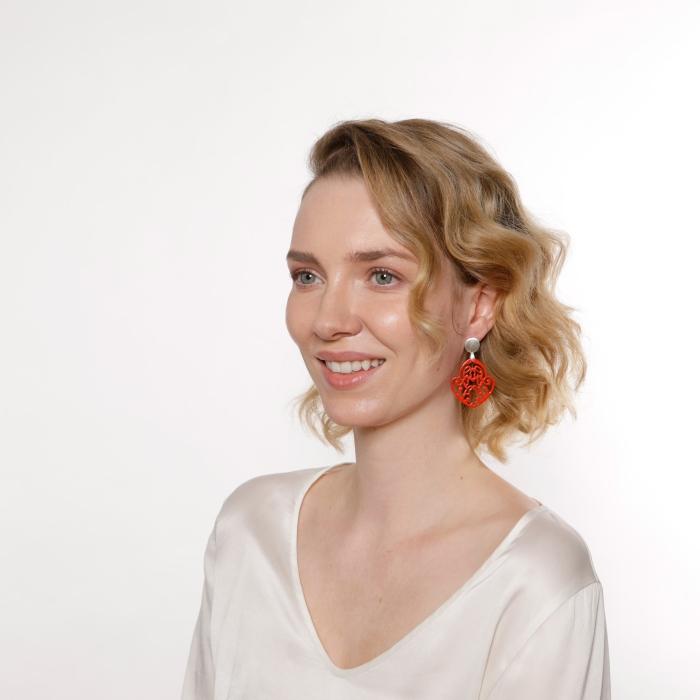 Rote Ohrringe mit Ornamente mit Silberstecker von Romy North