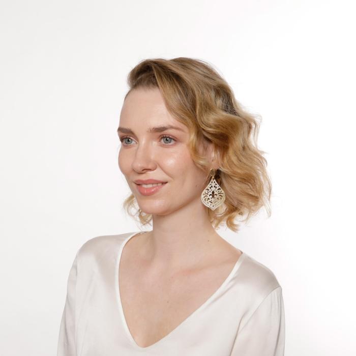 Schöne Ohrringe Tropfen aus Naturhorn mit fleur de lis von Romy North